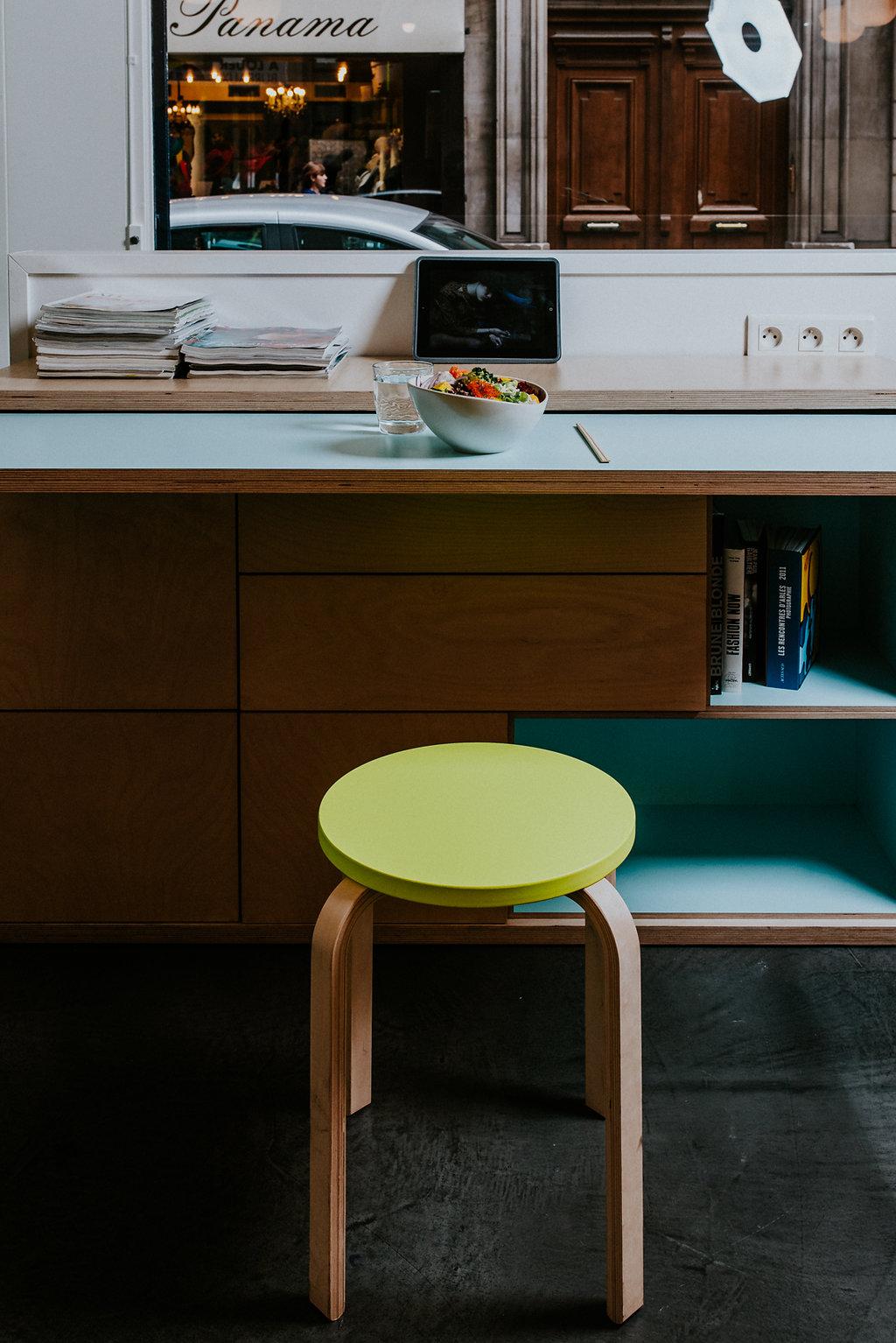 Le salon, espace détente et repas